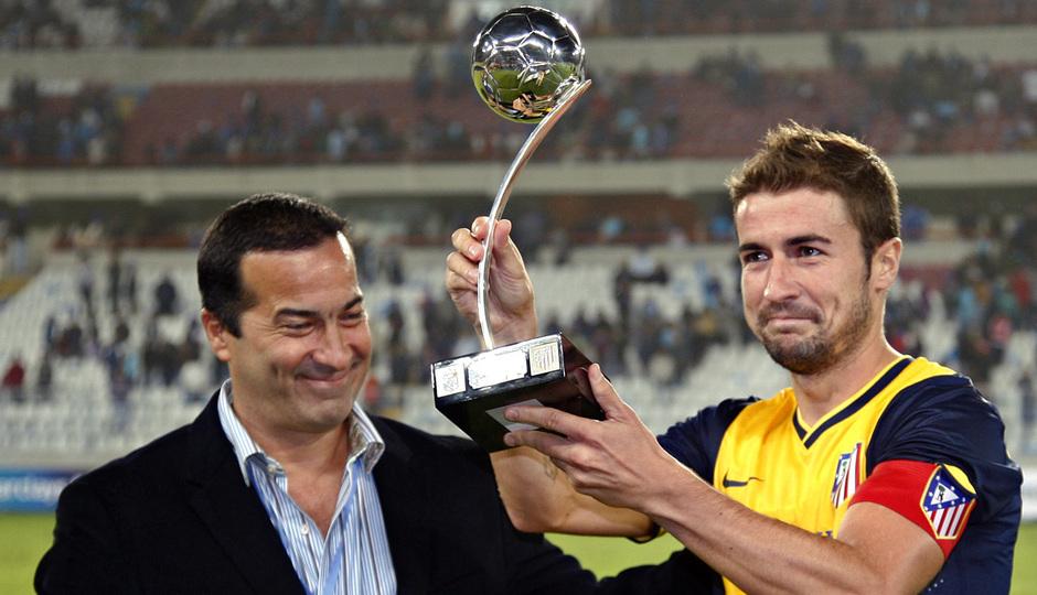 Temporada 13/14 Gabi recogiendo un trofeo