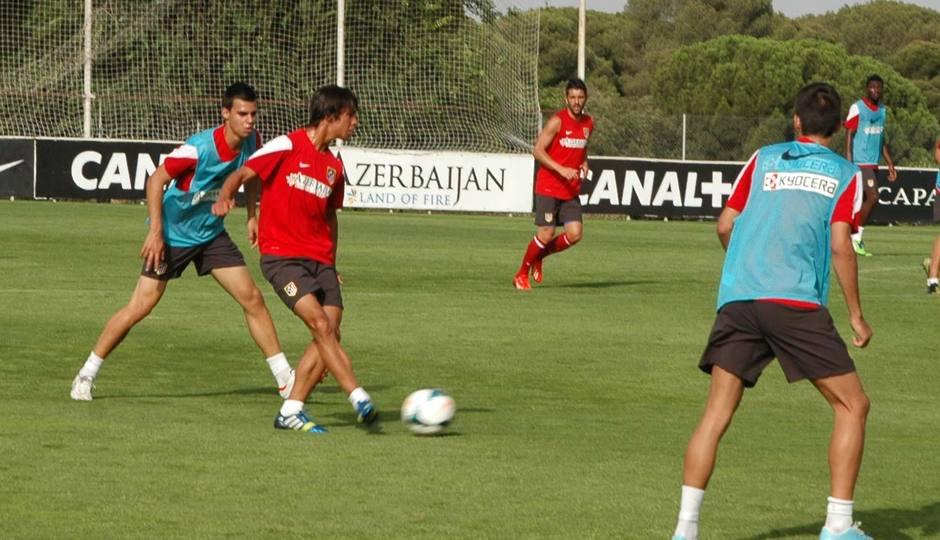Óliver controla el esférico en el partido de entrenamiento del jueves 1 de agosto