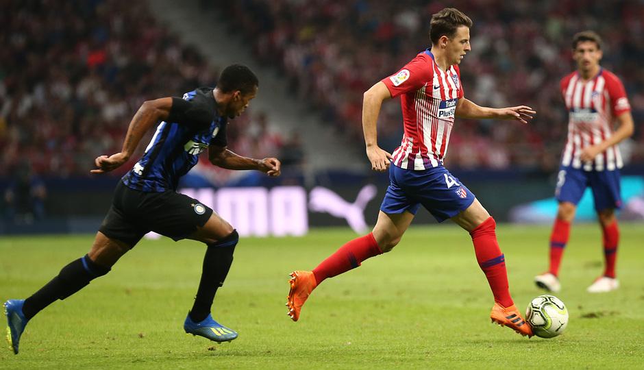 temporada 18/19. Partido Atlético de Madrid Inter de Milán. Internacional Champions Cup. Arias con el balón durante el partido