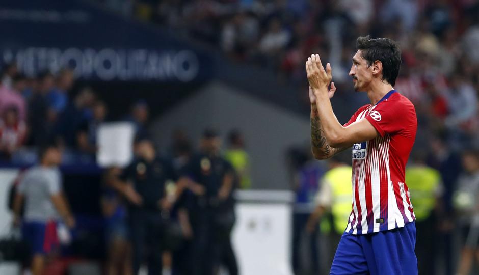Temporada 2018/2019. Atlético de Madrid Inter de Milán. Internacional Champions Cup. Savic aplaude a la afición.