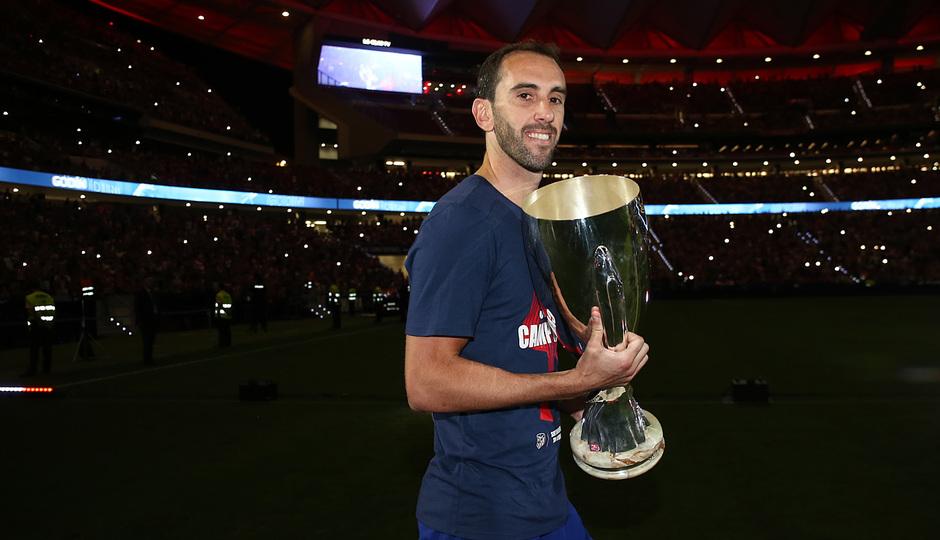 Temporada 2018-2019 | Celebración Supercopa de Europa | Diego Godín
