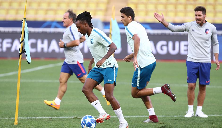 Temp. 18-19   Entrenamiento oficial Champions League en Mónaco   UCL   Gelson