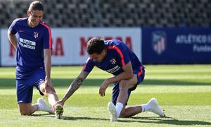 temporada 18/19. Entrenamiento en la ciudad deportiva Wanda. Filipe y Gimenez durante el entrenamiento