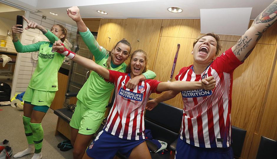 Temporada 18/19 | Manchester City Femenino - Atético Femenino | Celebración grupo vestuario