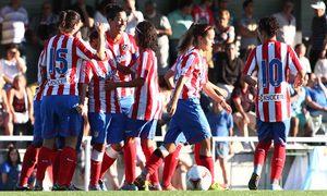 Temporada 2013-2014. Las jugadoras celebran el primer gol