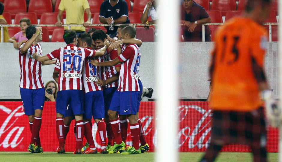 Temporada 13/14 Sevilla-Atlético de Madrid Los jugadores celebrando el tanto de Diego Costa