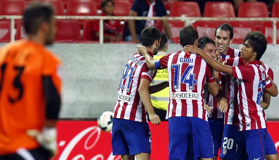 Temporada 13/14 Sevilla-Atlético de Madrid Celebrando el gol de Cristian Rodríguez