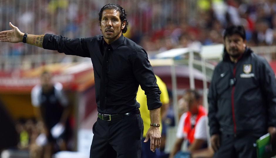 Temporada 13/14 Sevilla-Atlético de Madrid Simeone dando indicaciones al equipo