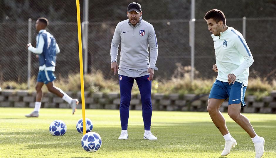 Temporada 18/19 | Entrenamiento del primer equipo | 23/10/2018 | Correa y Simeone