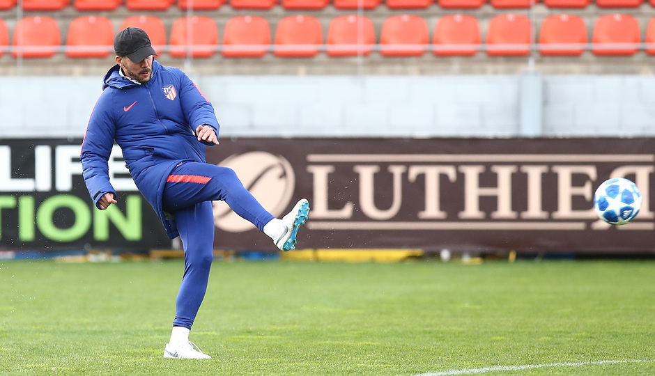temporada 18/19. Entrenamiento en la ciudad deportiva Wanda. Simeone corriendo durante el entrenamiento