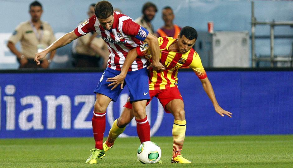 Temporada 13/14. Partido Supercopa. Vicente Calderón. Gabi luchando un balón