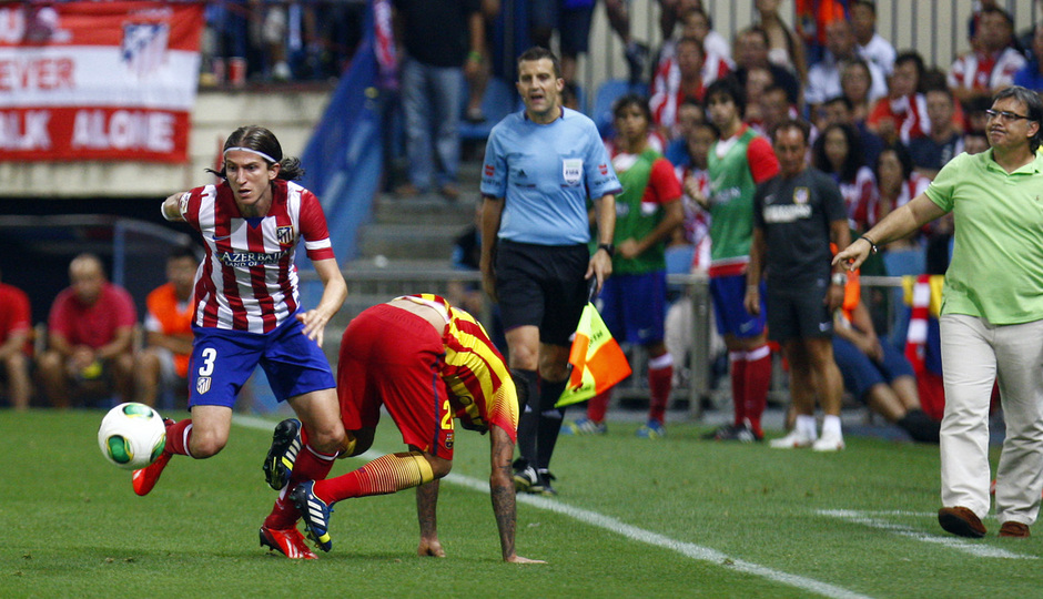 Temporada 13/14. Partido Supercopa. Vicente Calderón. Filipe luchando un balón