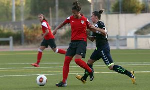 Temporada 2013-2014. Carlota durante el partido amistoso ante el Torrelodones