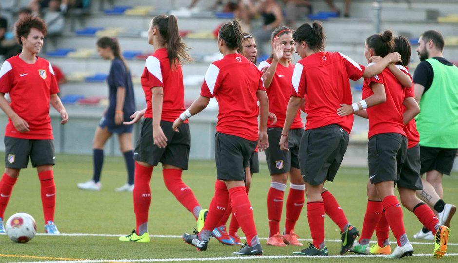 Temporada 2013-2014. Las jugadoras del Féminas celebran el gol de Blanca