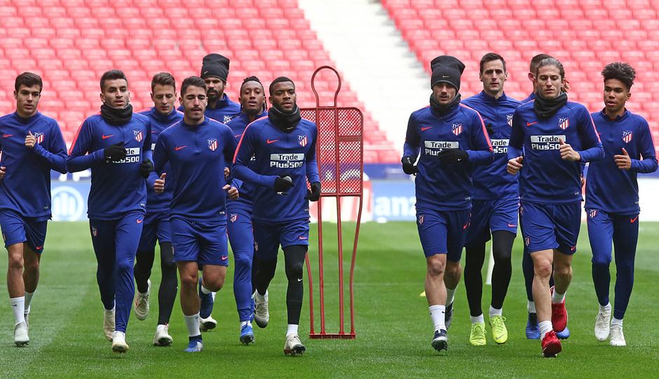 temporada 18/19. Entrenamiento en el estadio Wanda Metropolitano. Jugadores corriendo durante el entrenamiento