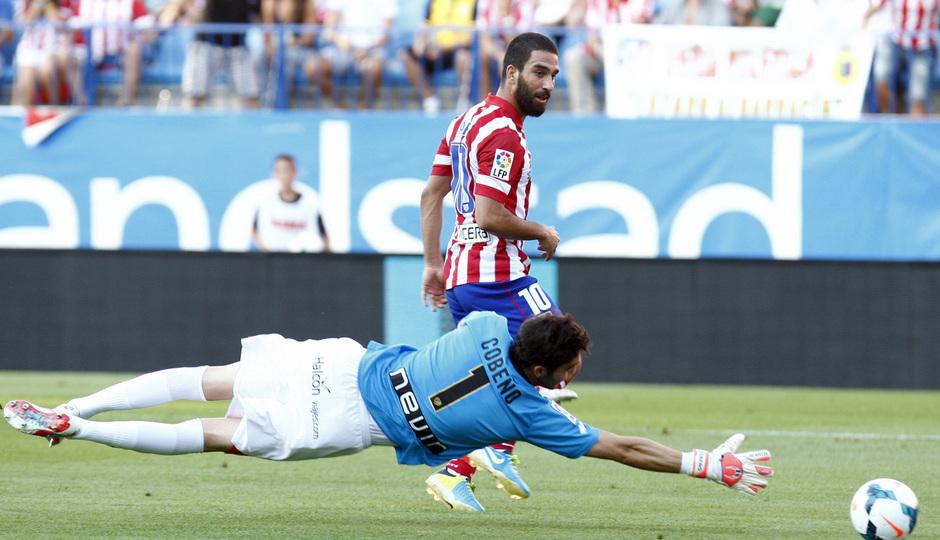 Temporada 2013/2014 Atlético de Madrid - Rayo Vallecano Arda Turan rematando a gol