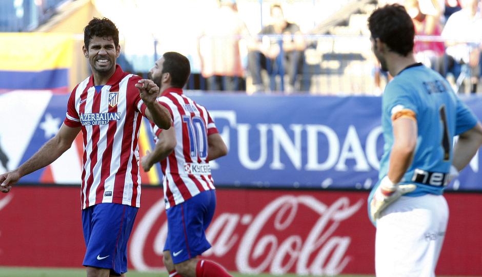Temporada 2013/2014 Atlético de Madrid - Rayo Vallecano Diego Costa señalando lo poco que le ha faltado para hacer gol