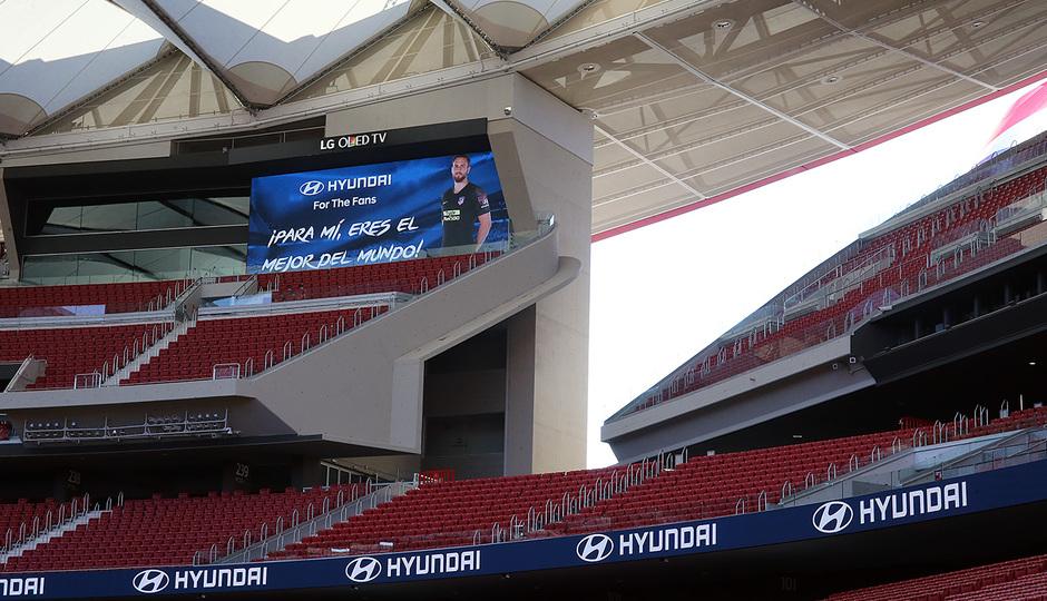 Temp. 18-19   Entrega de coche Hyundai a los jugadores en el Wanda Metropolitano   Oblak