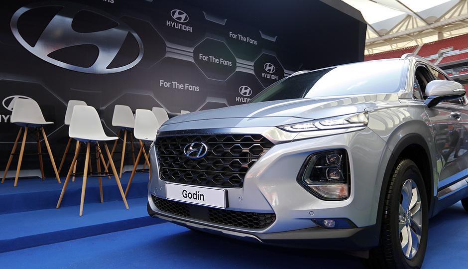 Temp. 18-19   Entrega de coche Hyundai a los jugadores en el Wanda Metropolitano  