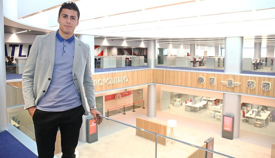 Temporada 18/19 | Visita del primer equipo a las oficinas del Wanda Metropolitano | Rodrigo