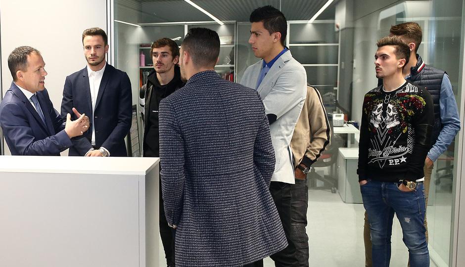 Temporada 18/19   Visita del primer equipo a las oficinas del Wanda Metropolitano  