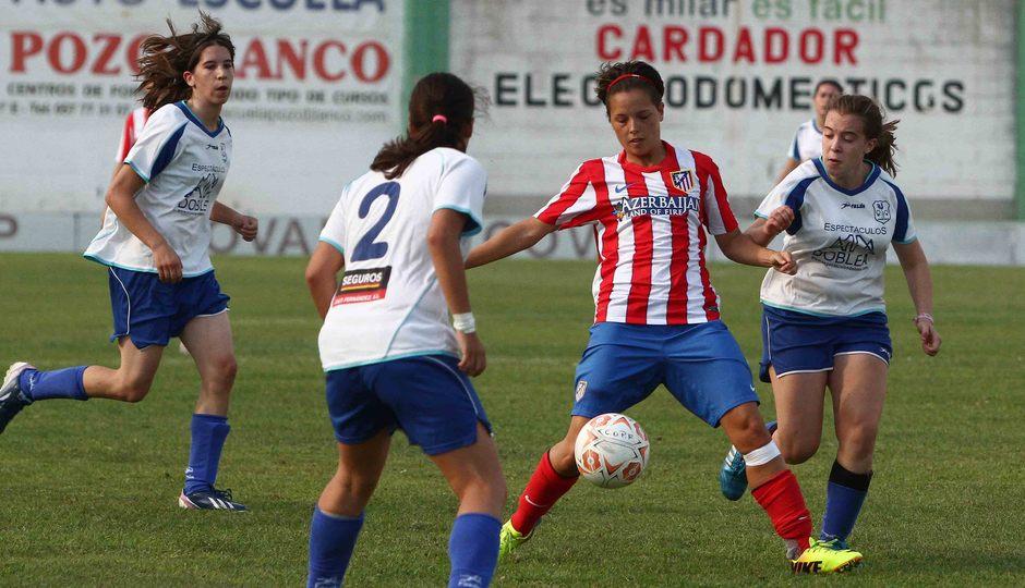 Temporada 2013-2014. Claudia rodeada de adversarios