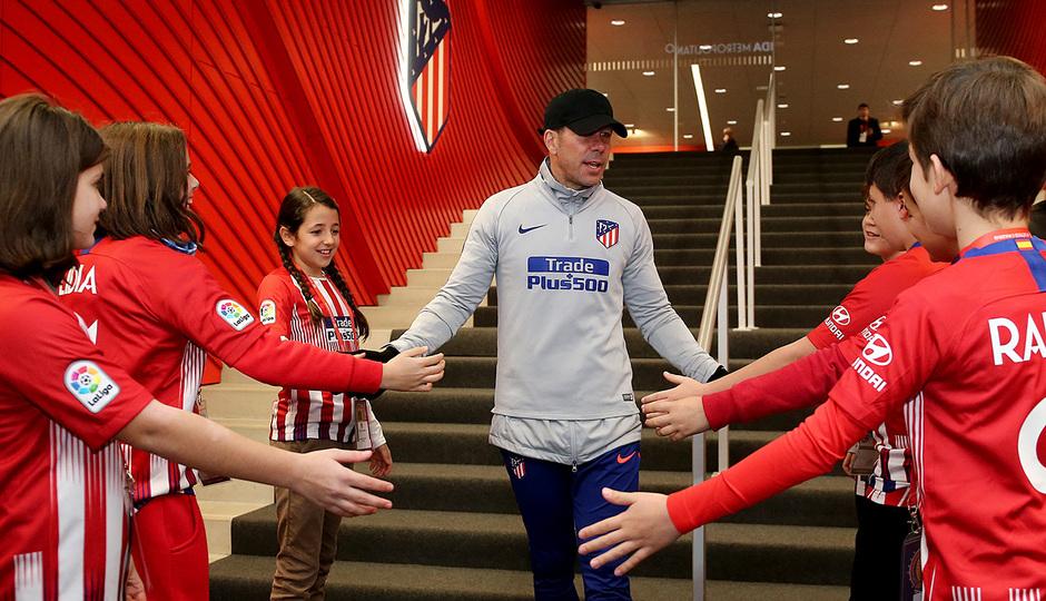 Temp. 18-19 | Entrenamiento en el Wanda Metropolitano abierto al público | Simeone