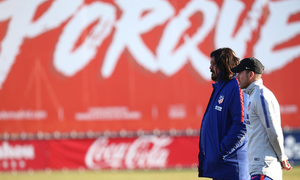 temporada 18/19. Entrenamiento en la ciudad deportiva Wanda. Simeone y Burgos durante el entrenamiento