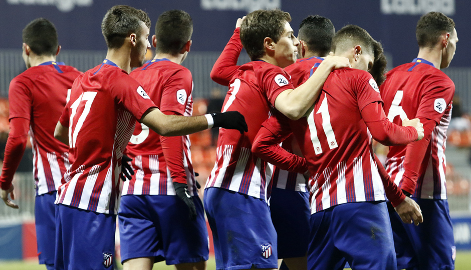 Temp. 18-19   Atlético de Madrid B - Unión Adarve   Celebración piña
