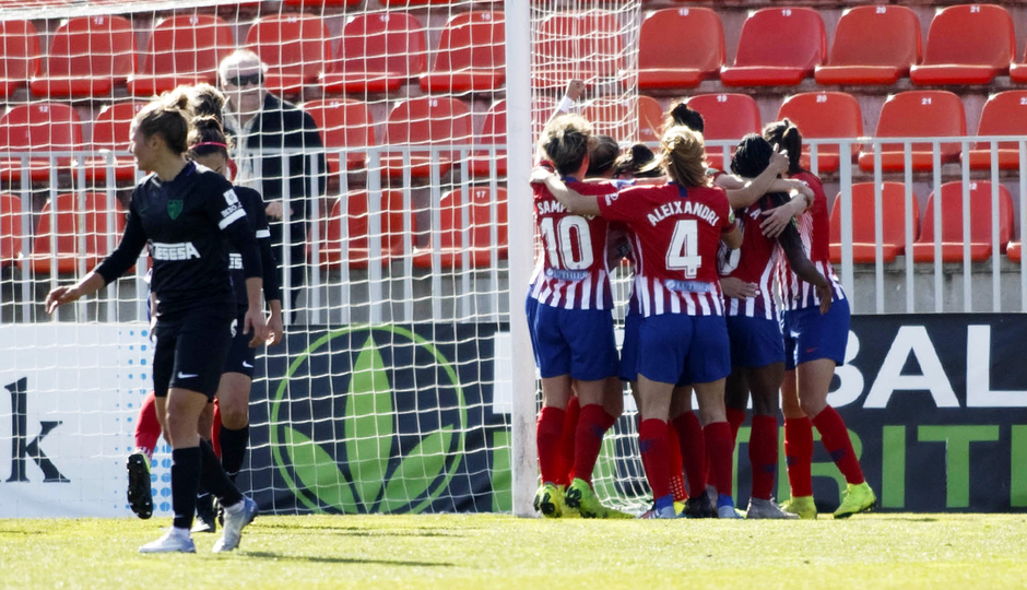 Temporada 18/19 | Atlético de Madrid Femenino - Málaga | Piña celebración