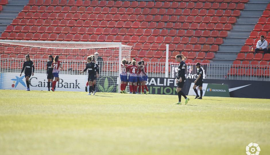 Temporada 18/19   Atlético de Madrid Femenino - Málaga   Piña celebración