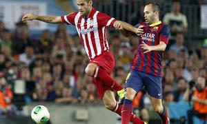 Temporada 2013/2014 FC Barcelona - Atlético de Madrid Mario Suárez e Iniesta luchando por el balón