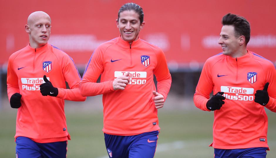 temporada 18/19. Entrenamiento en la ciudad deportiva Wanda. Mollejo y Filipe corriendo durante el entrenamiento