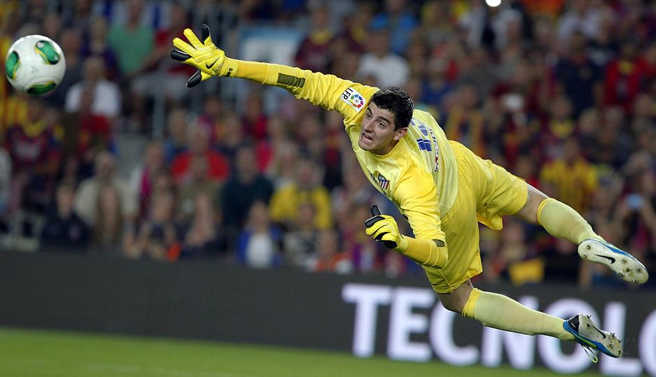 Temporada 2013/2014 FC Barcelona - Atlético de Madrid Courtois parando el balón