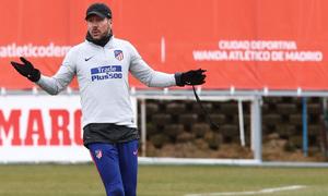 temporada 18/19. Entrenamiento en la ciudad deportiva Wanda. Simeone durante el entrenamiento
