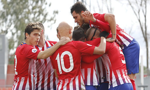Temporada 18/19 | Atlético de Madrid B - Navalcarnero | Piña celebración