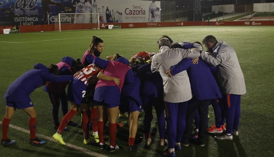 Temporada 18/19   Madrid CFF - Atlético de Madrid Femenino   Conjura piña