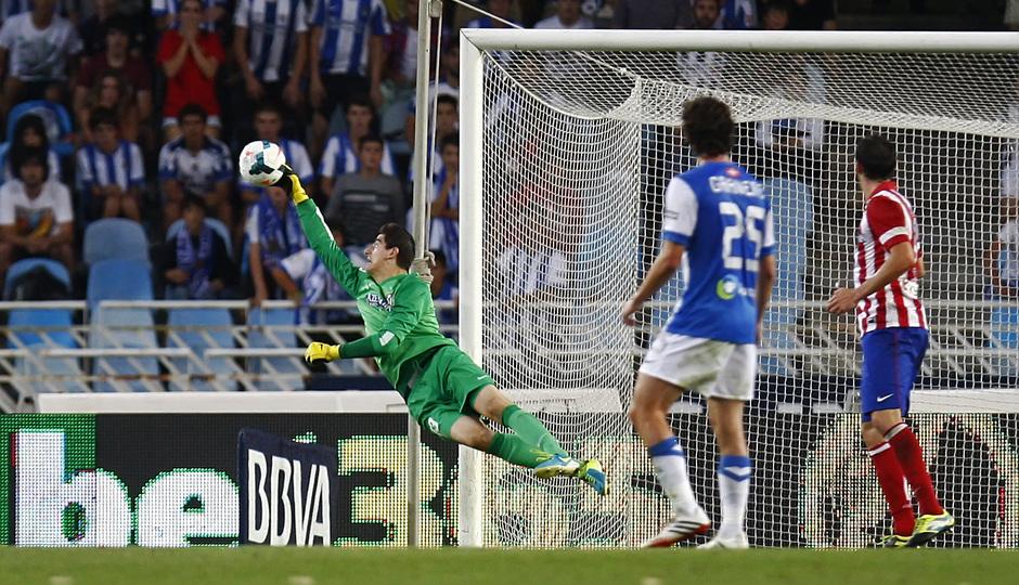 Temporada 2013/2014 Real Sociedad - Atlético de Madrid Courtois parando el esférico