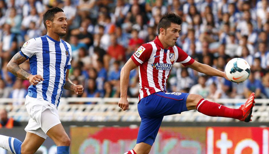 Temporada 2013/2014 Real Sociedad - Atlético de Madrid David Villa controlando el balón