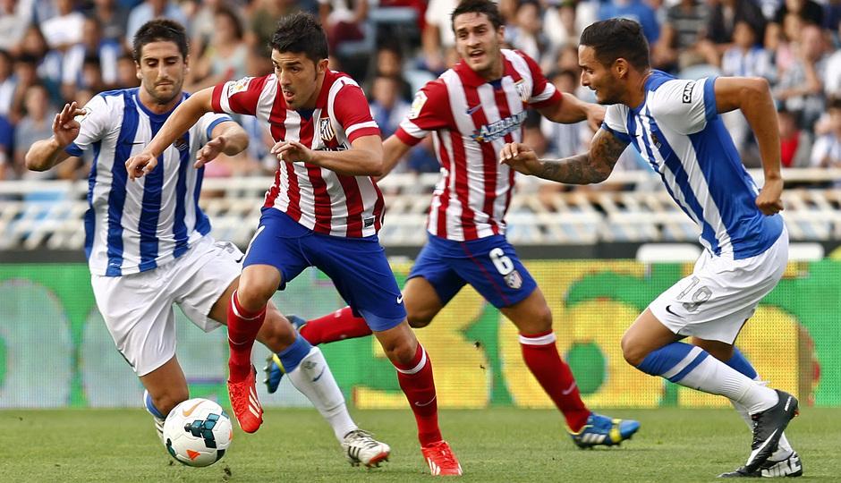 Temporada 2013/2014 Real Sociedad - Atlético de Madrid David Villa deshaciéndose de dos jugadores