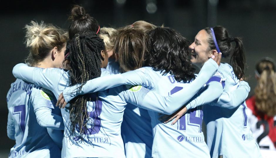 Temp. 18-19   Rayo Vallecano - Atlético de Madrid Femenino   Piña celebración