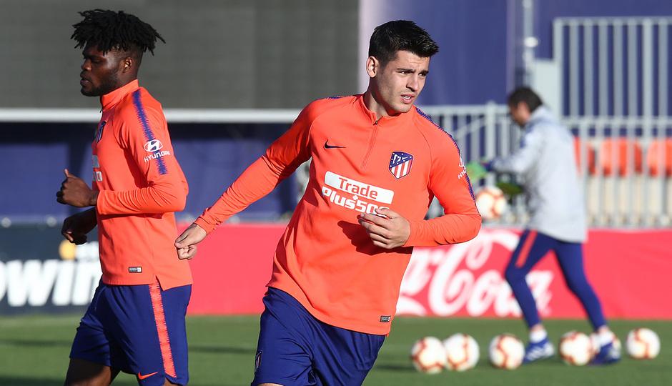Temporada 18/19. Entrenamiento en la ciudad deportiva Wanda. Morata y Thomas durante el entrenamiento.