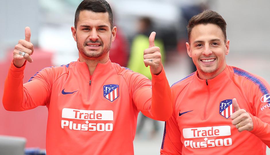 Temporada 18/19. Entrenamiento en la ciudad deportiva Wanda. Vitolo y Arias durante el entrenamiento.