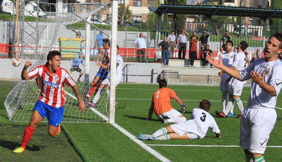 Jony festeja su gol a Los Yébenes en la tercera jornada de Liga celebrada en la Ciudad Deportiva