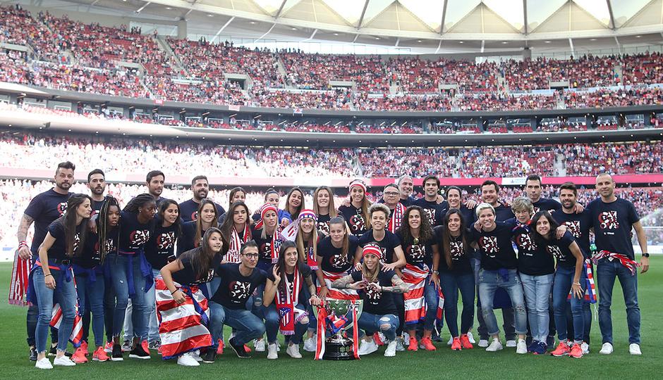 Temp. 2018-19   Atlético de Madrid - Sevilla   Celebración Atlético de Madrid Femenino   Foto de familia