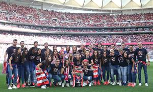 Temp. 2018-19 | Atlético de Madrid - Sevilla | Celebración Atlético de Madrid Femenino | Foto de familia