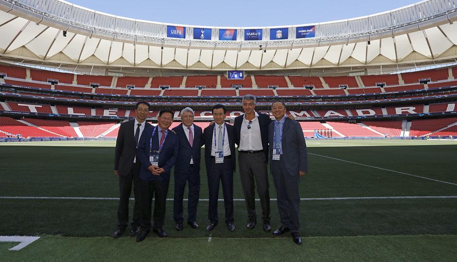 Temporada 18/19 | Visita Wanda Group | Enrique Cerezo, Miguel Ángel Gil y Wang Jianlin