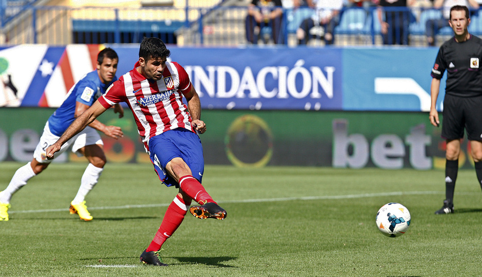 Temporada 2013/ 2014 Atlético de Madrid - Almería Diego Costa rematando a gol