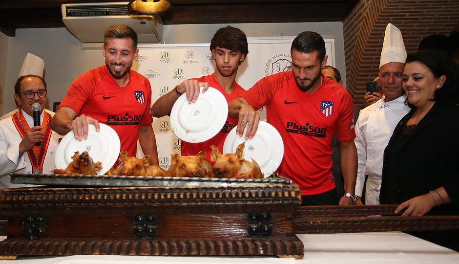 Temp. 19-20 | Cena en el restaurante José María | Corte cochinillo