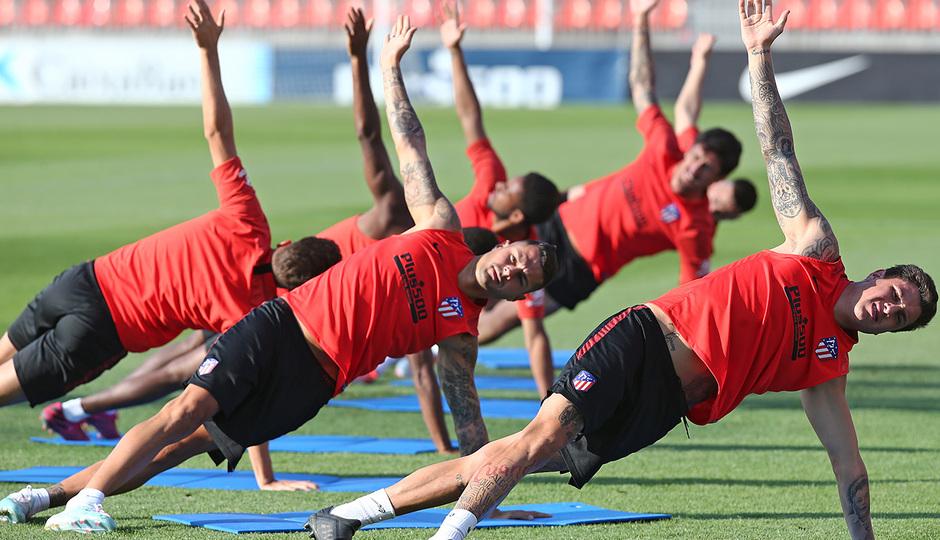 Temporada 19/20. Entrenamiento en la ciudad deportiva Wanda. Jugadores realizando ejercicios durante el entrenamiento